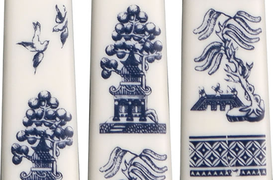 Closeup of the pattern on the Blue Willow Melamine handles