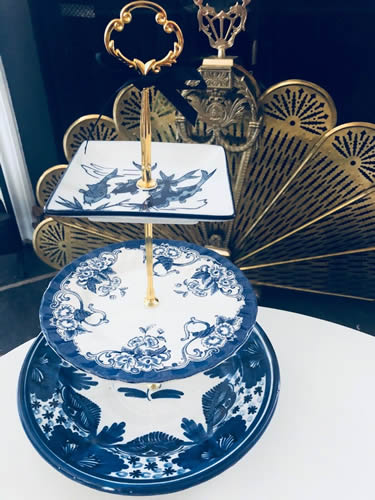 This 3-tier server from Cake Stands Boutique on eBay doesn't actually have any pieces that are Blue Willow pattern. - Blue Willow 2-Tier and 3-Tier Servers and Cake Stands - myDesign42