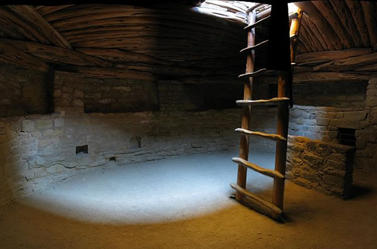 Kiva at Mesa Verde National Park has nichos, recesses built into the walls and a kiva ladder - Southwestern Architecture and Décor – myDesign42