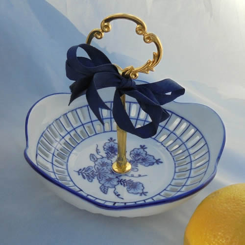 Small Bowl with a Handle - Blue Willow 2-Tier and 3-Tier Servers and Cake Stands - myDesign42