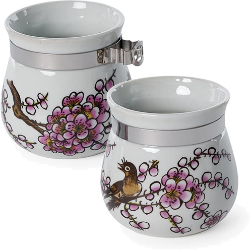 Prevue Pet Products Stainless Steel Bird Cages have decorative porcelain seed and water cups
